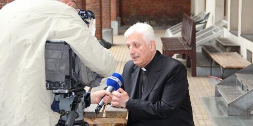 Caritas International Message d'une ville assiégée: dans les pas de Monseigneur Audo…
