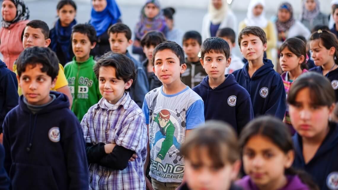 Caritas International  Scholen in Libanon en Jordanië kunnen de toevloed van Syrische vluchtelingen niet meer aan
