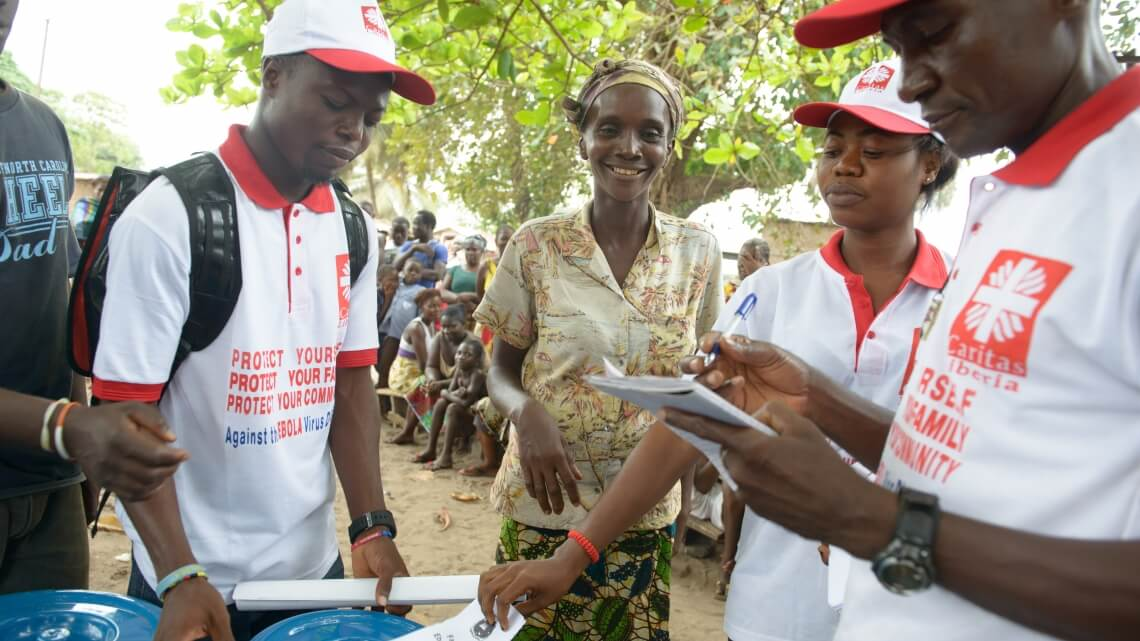 Caritas International Ebola bat en retraite !