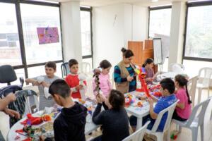 Enfants scéance poupée- support psychologique- Centre Communautaire - Sed El Baouchrieh