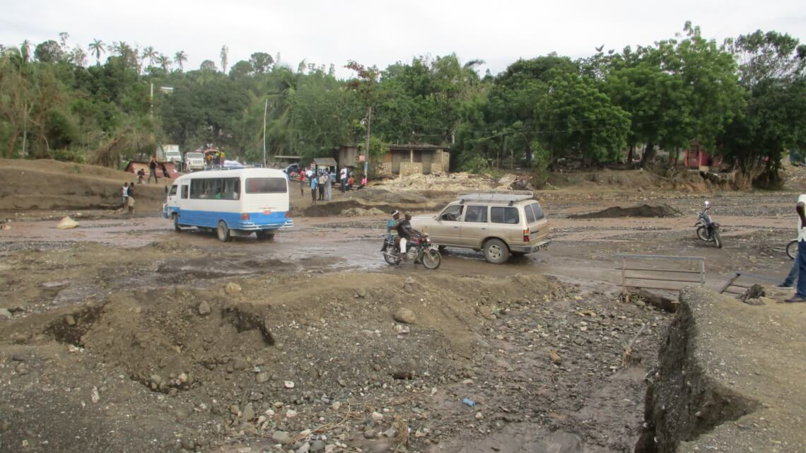 """Caritas International """"Ze buigen maar ze breken niet"""" – Haïti na de doortocht van orkaan Matthew"""