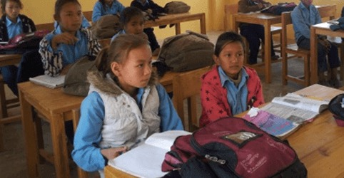 Caritas International Belgique 2 ans après les séismes au Népal: consacrer la reconstruction et l'éducation
