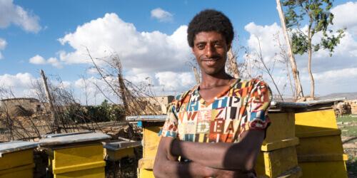 Caritas International Over bloemetjes en bijen voor de mensen zonder grond