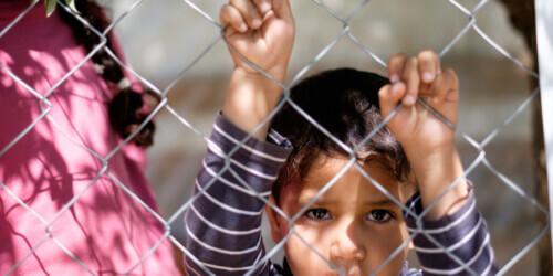 Caritas International België In januari 2018 zal ons land opnieuw onschuldige kinderen opsluiten