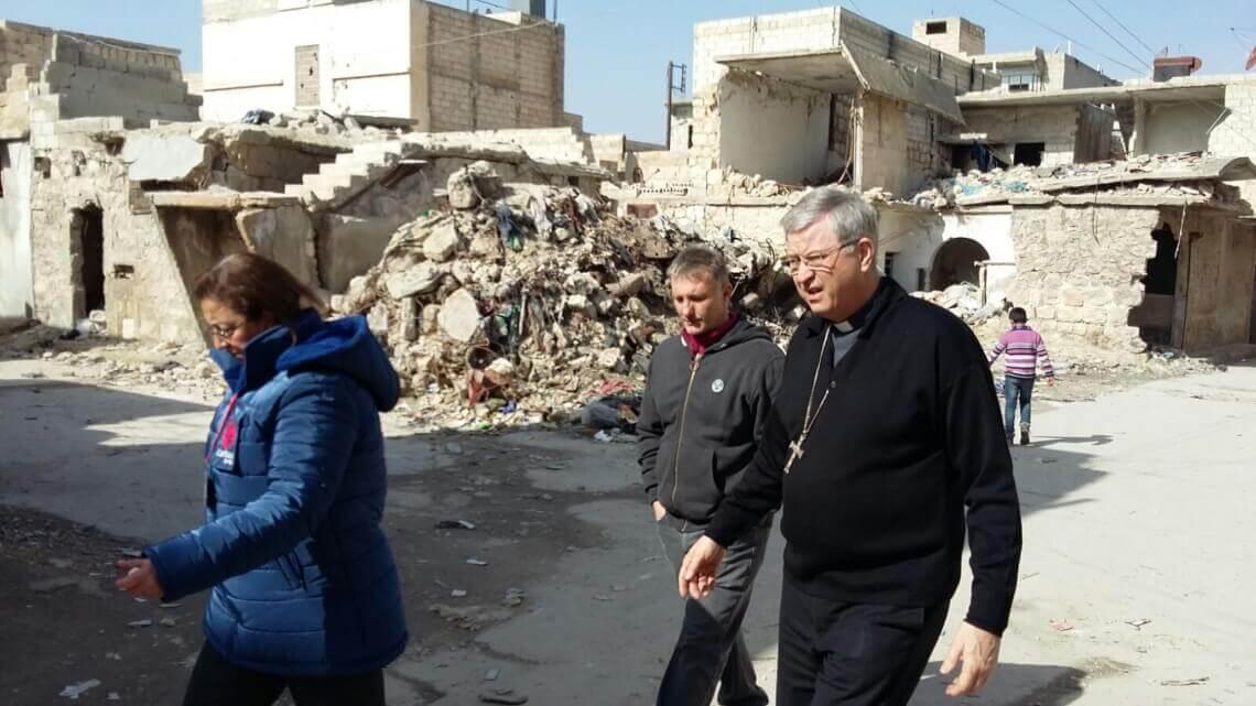 """Caritas International België Bisschop Bonny na bezoek aan Syrië: """"De menselijke confrontaties blijven het langst in je hoofd zitten""""."""