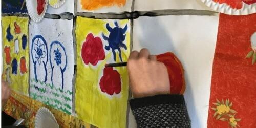Caritas International België Wanneer de weg van de leerlingen van de Europese school die van kinderen in asielprocedure kruist