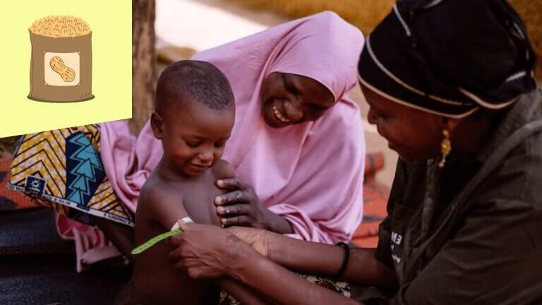 <p>Gered van de ondervoeding. Een Caritas-medewerkster ziet dat Zouera's zoontje erbovenop komt. Een grote zak pindanoten heeft hun leven voorgoed veranderd.</p>