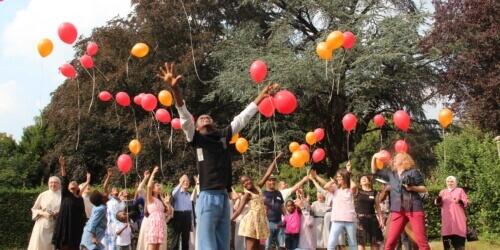 """Caritas International België """"Liefde trekt zich niets aan van godsdiensten, talen en grenzen."""""""