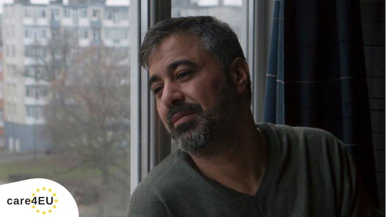 """<p>""""Ik ben Irak ontvlucht omdat ik schrik had vermoord te worden door de milities. Tijdens mijn vlucht naar Europa, ben ik enkel politie, vluchtelingen of mensen tegengekomen die me vroegen te betalen, die me geld aftroggelden. In België werd ik opgevangen door Caritas International. Ik heb Belgische burgers ontmoet. Vriendelijke mensen. Vandaag heb ik me verzoend met Europa,"""" getuigt Hussein, 42 jaar, erkend vluchteling, aangekomen in België in september 2015.</p>"""