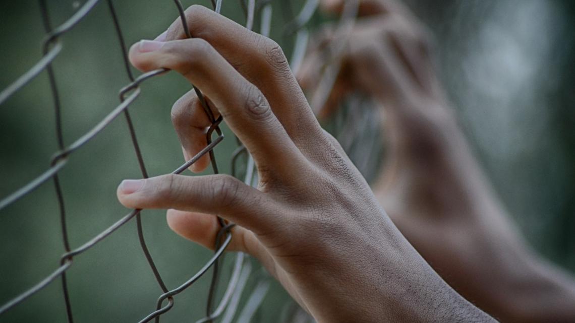Caritas International België Raad van State schorst het KB dat opsluiting van kinderen mogelijk maakt