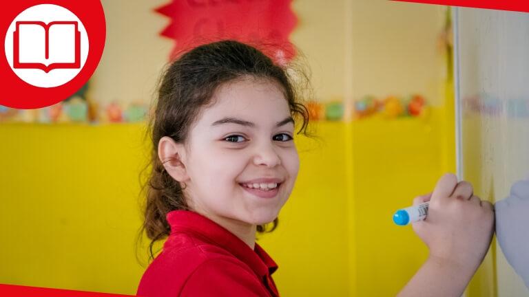 <p>Pour Julie, l'école n'est pas toujours une partie de plaisir. Elle s'accroche pour y arriver. Et vous pouvez l'aider.</p>