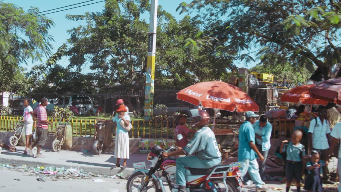 """Caritas International België """"In het kort: chaos."""" Caritasmedewerkers ter plaatse over de crisis in Haïti"""